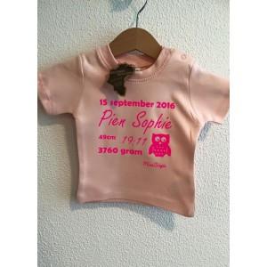 Baby-roze geboorte t-shirt (met je naam)